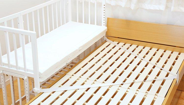 大人のベッドと固定ができる